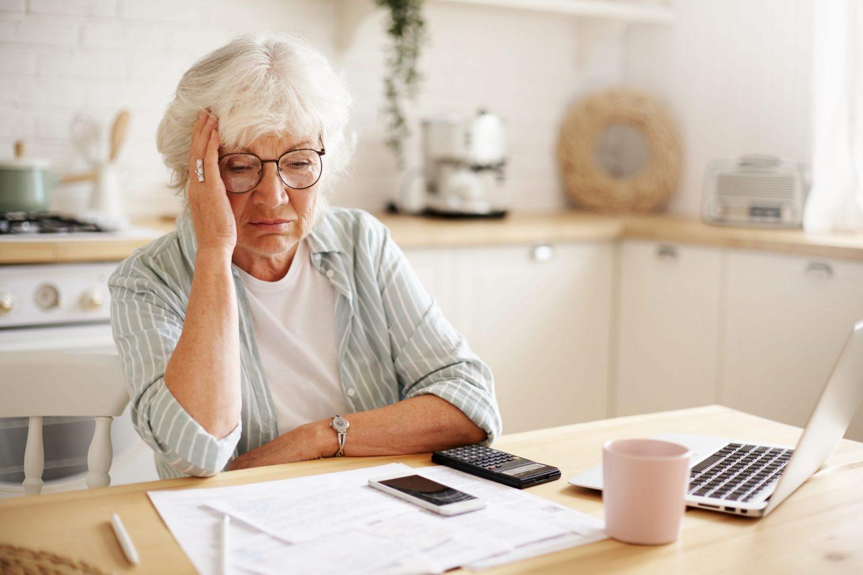 Štát penzistom opäť pošle 13. dôchodok. Aká bude jeho výška a kedy ho dostanú?