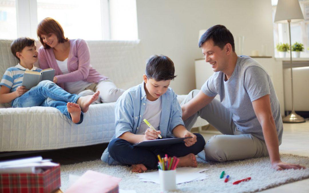 Rodičovský príspevok od januára stúpne o pár eur. Stále majú viac ľudia s prácou
