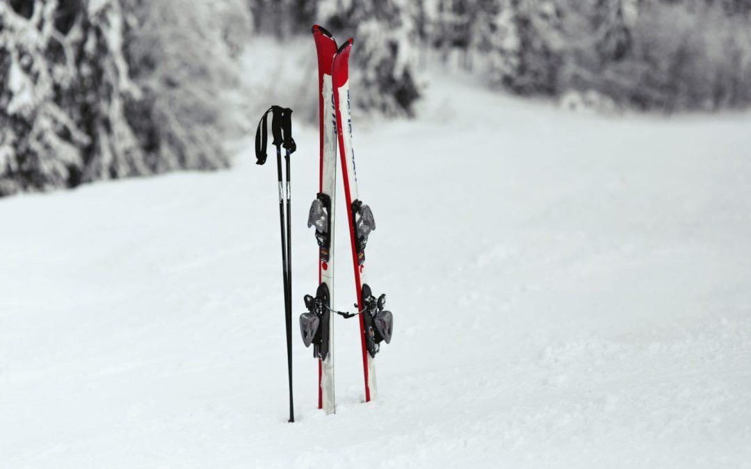 Úrazy na lyžovačke? Na svahu v zahraničí kartička poistenca stačiť nebude